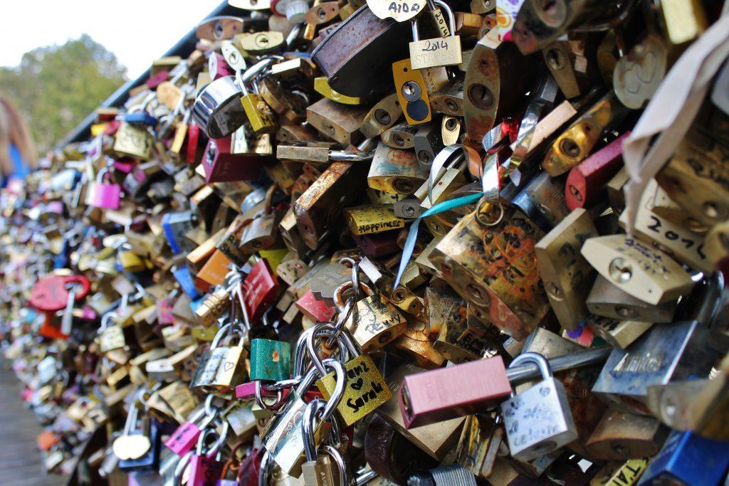 love-lock-bridge-paris-whatkumquat