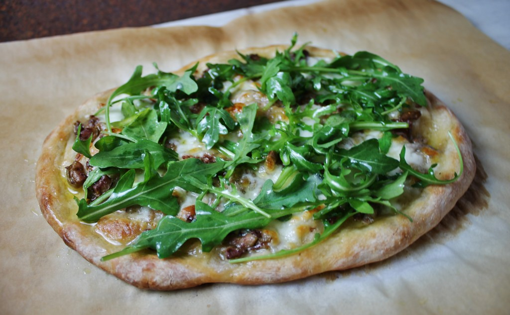 olive arugula mozzarella pizza |www.whatkumquat.com