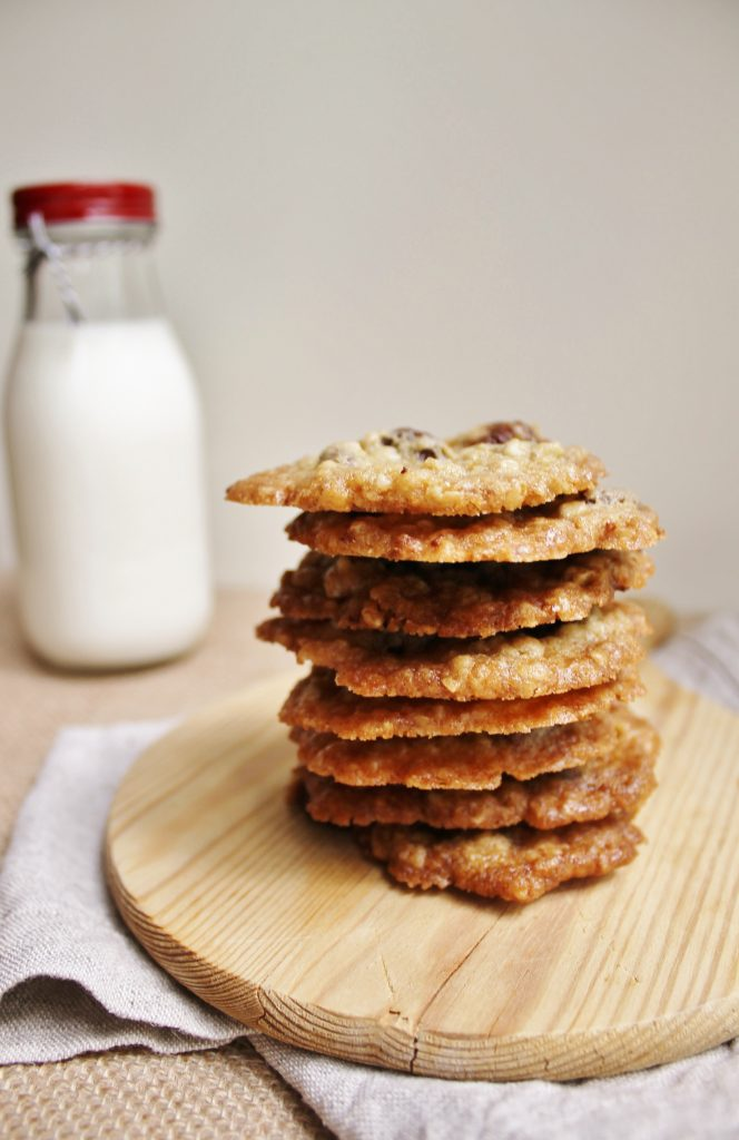 Chocolate chip oatmeal lace cookies |www.whatkumquat.com
