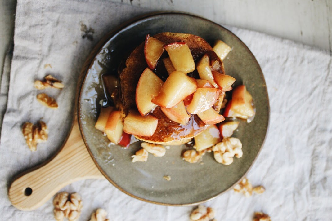 Apple Cinnamon Topped Pancakes.. perfect for fall breakfasts! [www.whatkumquat.com]